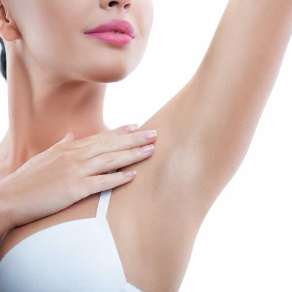 Sudoración excesiva de axila y manos hiperhidrosis